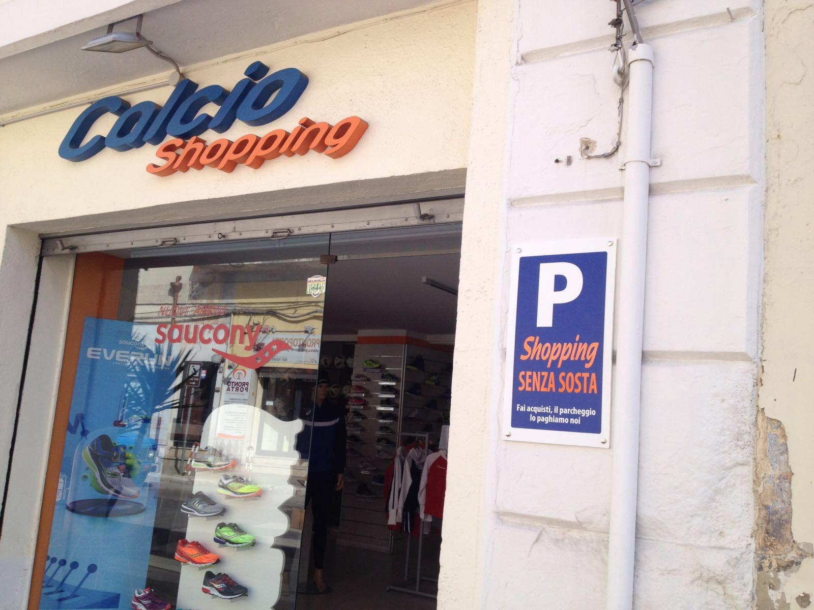 """""""Fai acquisti, il parcheggio lo paghiamo noi"""". Ecco l'idea di Calcio Shopping"""