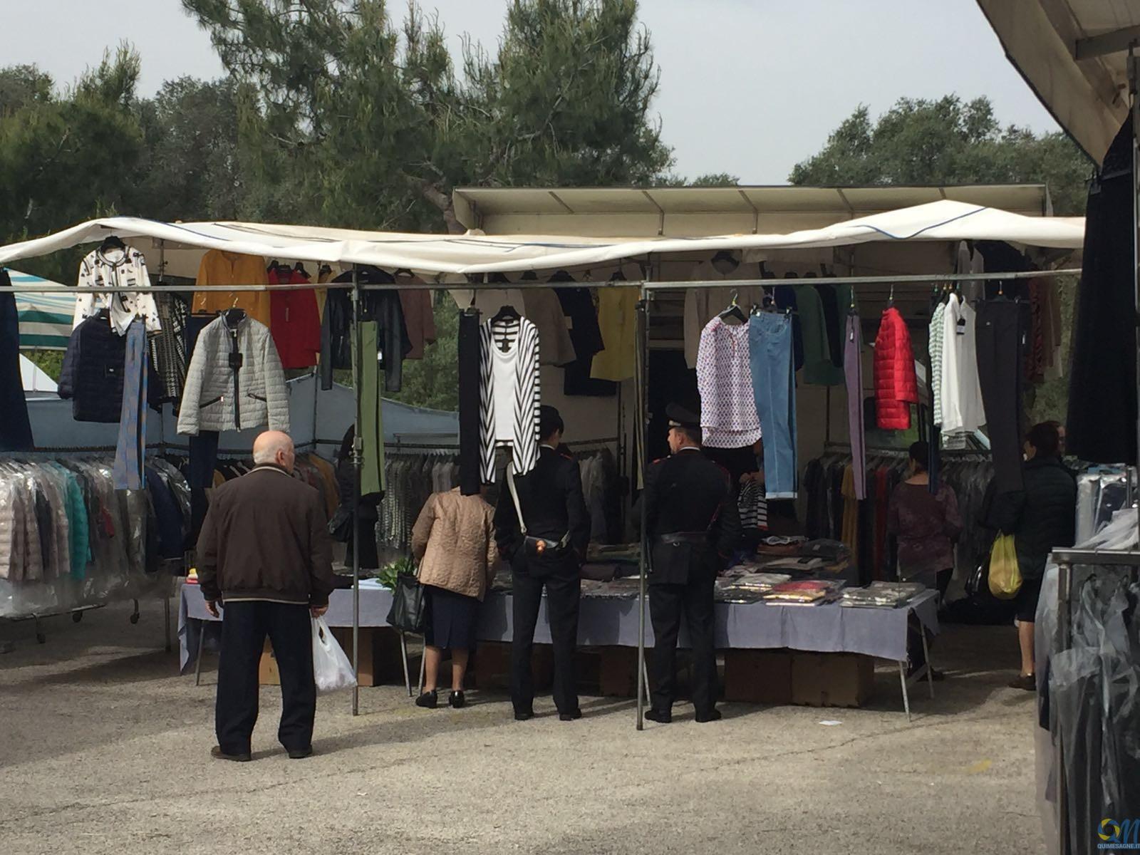 Controlli anticontraffazione dei Carabinieri al mercato