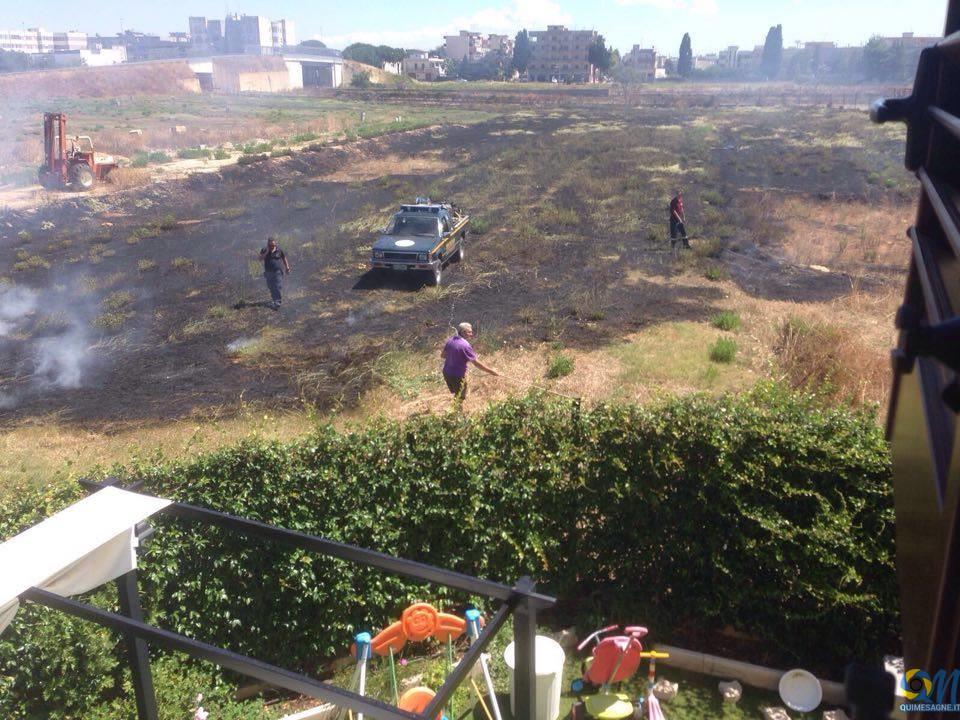 Doppio intervento dei volontari della Protezione civile di Mesagne sul fronte degli incendi