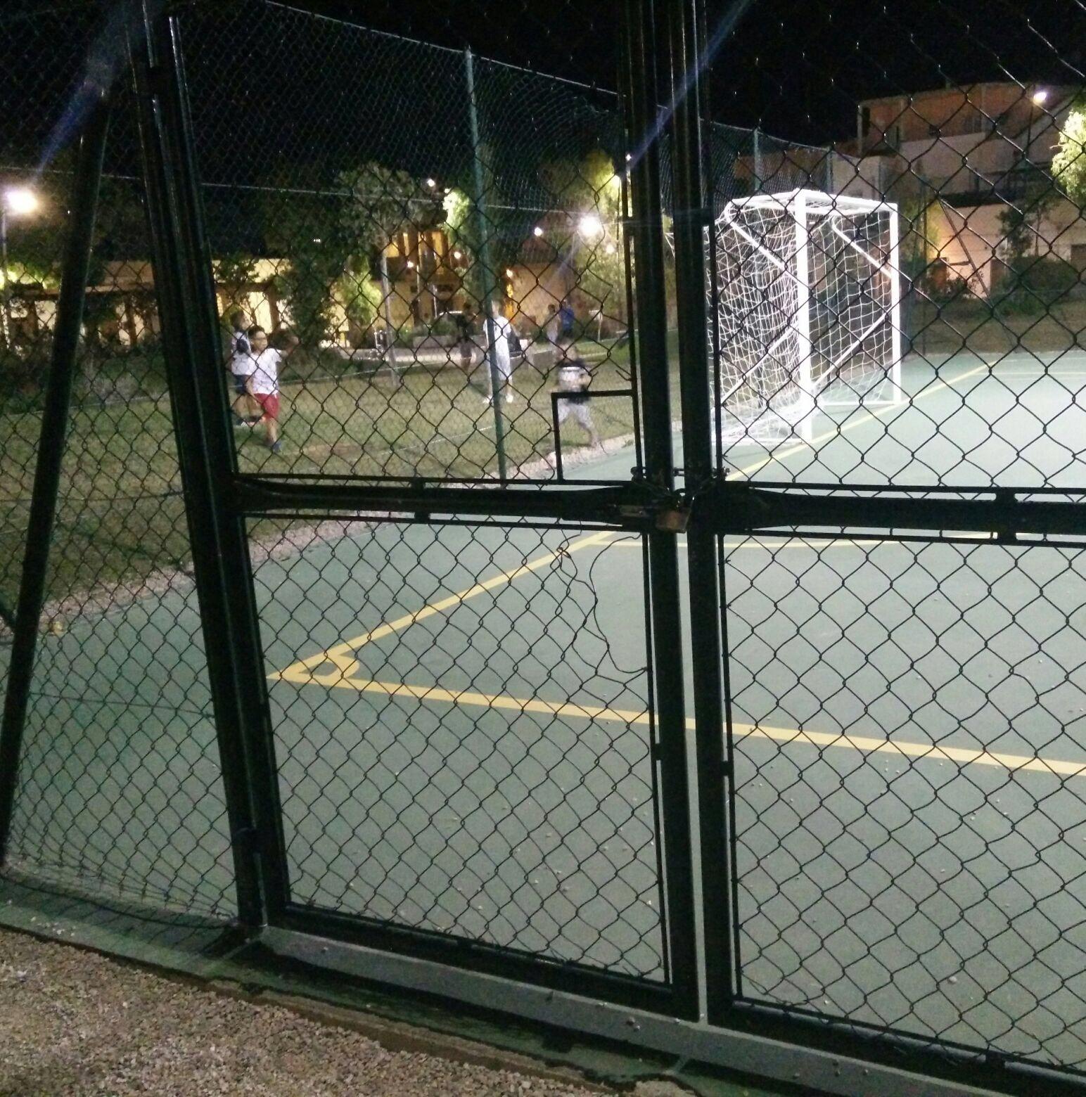 Parco Potì, il campetto di calcio chiude troppo presto
