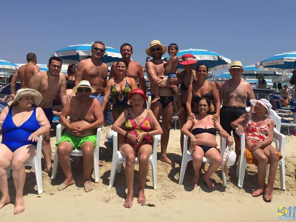 Ospiti e operatori di Villa Bianca e Casa Melissa in vacanza a Torre Lapillo
