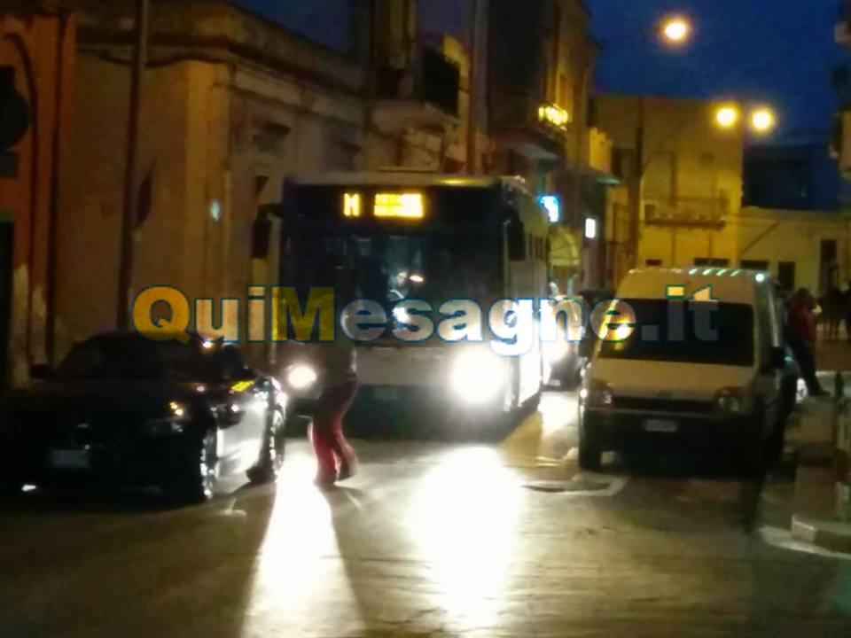 UFFICIO RECLAMI – Ogni tanto un vigile urbano su via Malvindi, please!