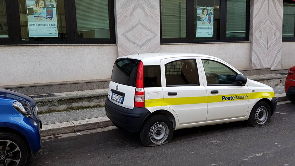 UFFICIO RECLAMI – C'è da spostare una macchina…anzi due e sono pure forate!!!