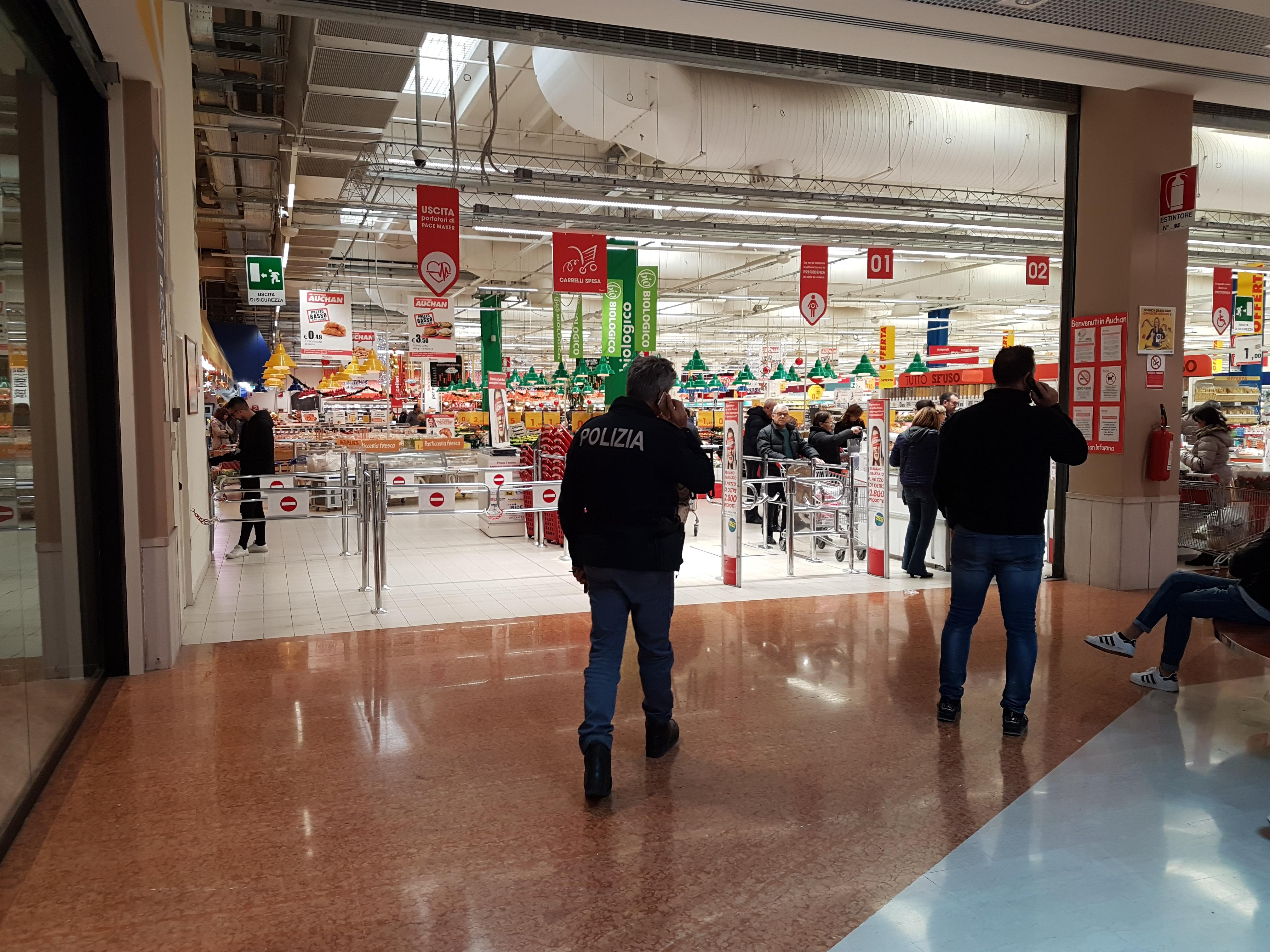 Furto nel negozio Terranova del centro commerciale di Mesagne