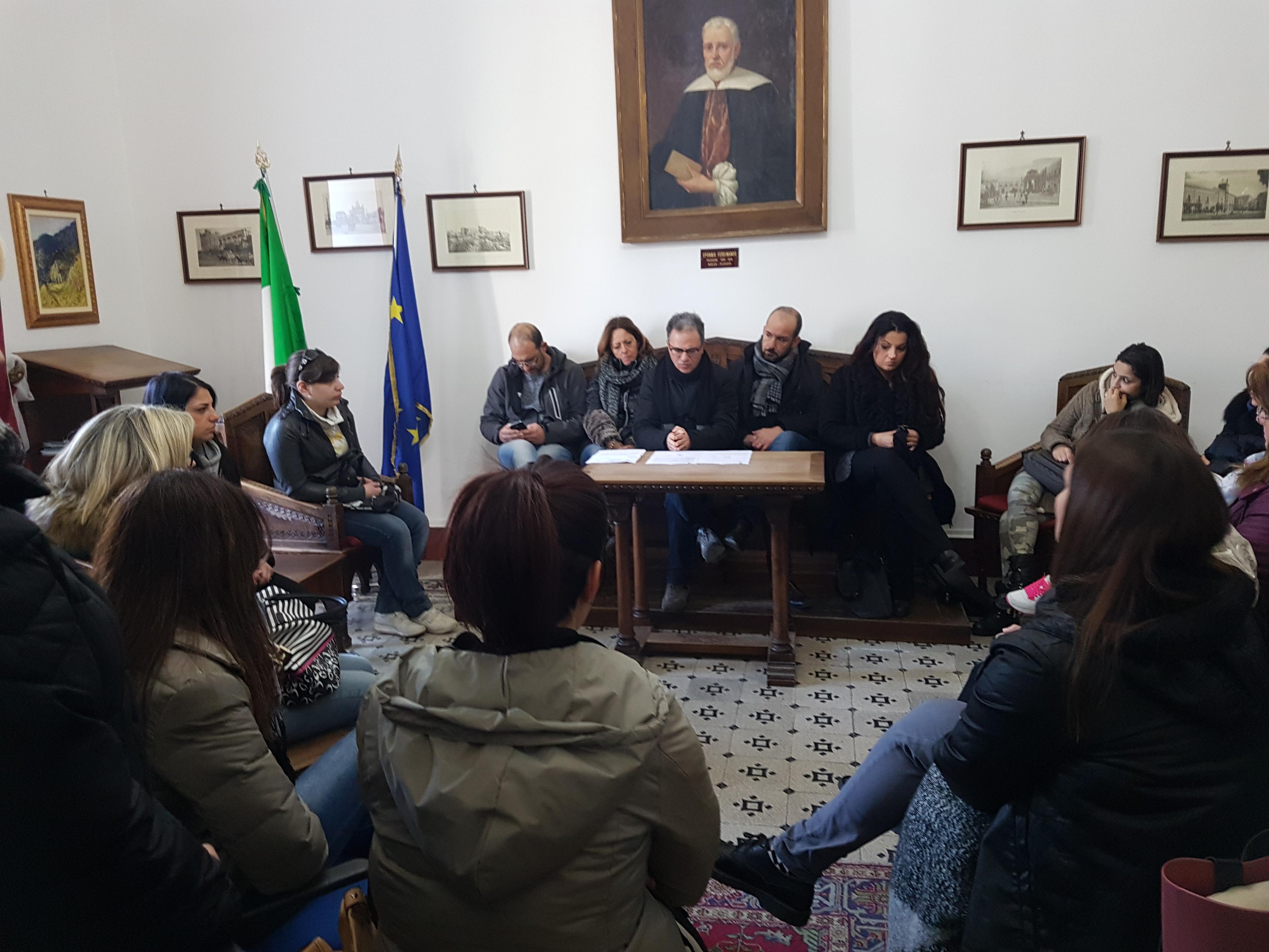 """Si prospettano tempi lunghi per i lavori al porticato della scuola """"Giovanni XXIII"""""""