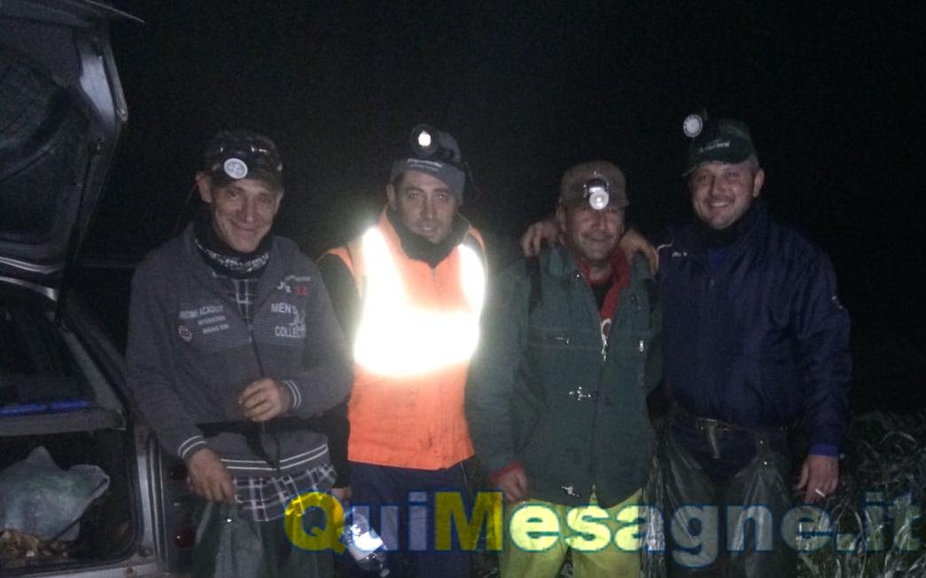 I cercatori di lumache a lavoro di notte per scovare le prelibatezze di Mesagne