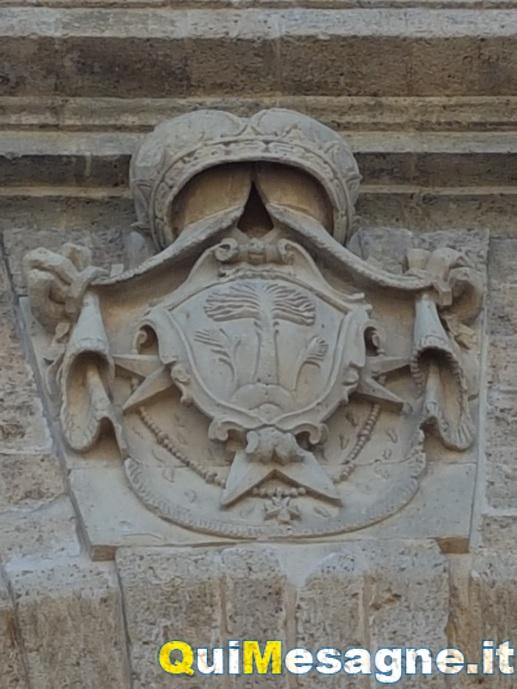 Pulizia della Porta Grande e stemma della città, ancora una occasione persa?