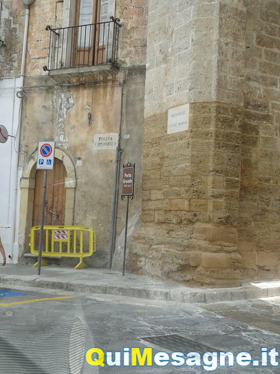 UFFICIO RECLAMI – Mesagnesi popolo di incontentabili: dopo la Porta Grande vogliono strade rifatte e targa sistemata