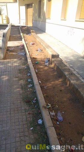 UFFICIO RECLAMI – Piazza Don Tonino Bello sporca a causa degli incivili