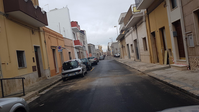Sfregiato anche l'asfalto nuovo di via Catiniano