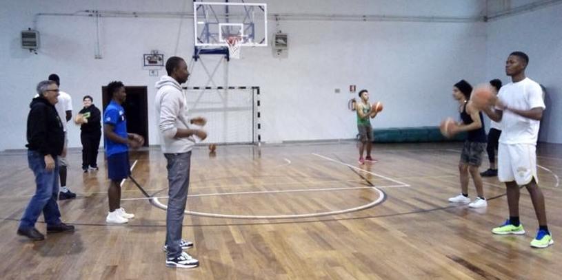 Mens Sana Mesagne e coop. Rinascita per integrare i giovani migranti giocando a basket