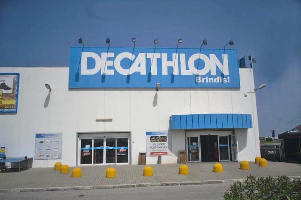 Mesagnese fermato a Decathlon per furto di lenza ed esche
