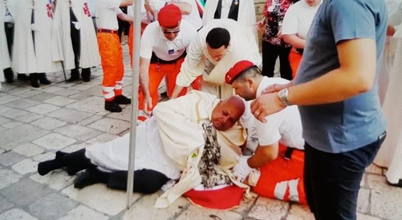 L'Arcivescovo dopo la caduta ricoverato in ospedale con fratture costole e contusioni