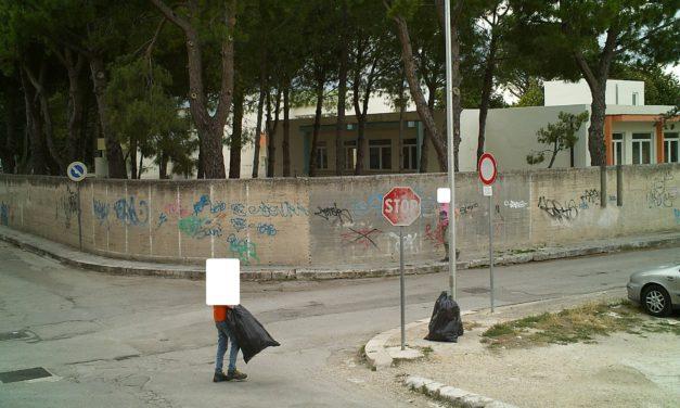 Aveva il vizio di abbandonare in città i rifiuti non differenziati, beccato dalle telecamere della Polizia Locale