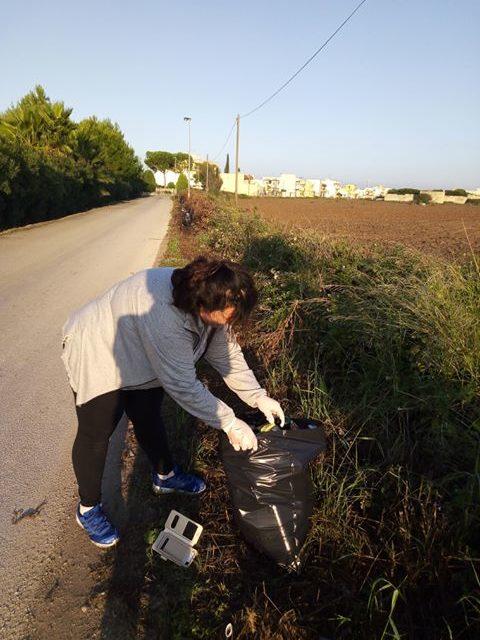 UFFICIO RECLAMI – Qualcuno venga a ritirare questi sacchi di rifiuti