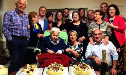 Festa grande per nonna Cosimina che ha spento 100 candeline