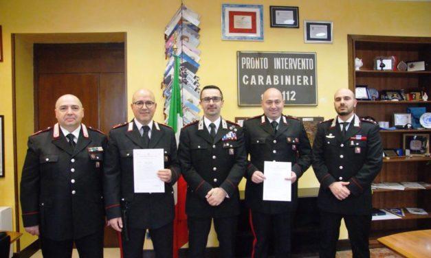 Latiano, il Comandante Provinciale dei Carabinieri premia i militari che avevano bloccato l'anziano con l'Ape contromano – VIDEO