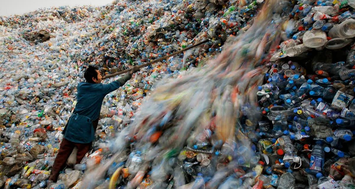 """M5s Mesagne: """"Stop all'uso improprio della plastica"""""""