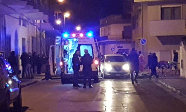 Muore per strada mentre tenta di raggiungere l'ospedale