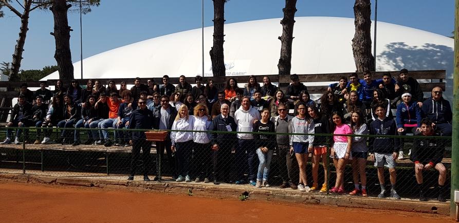 """Campionati sportivi studenteschi di tennis – fasi regionali al circolo """"D. De Guido"""" di Mesagne"""